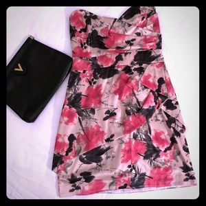 Dresses & Skirts - Strapless fitted party dress with floral print